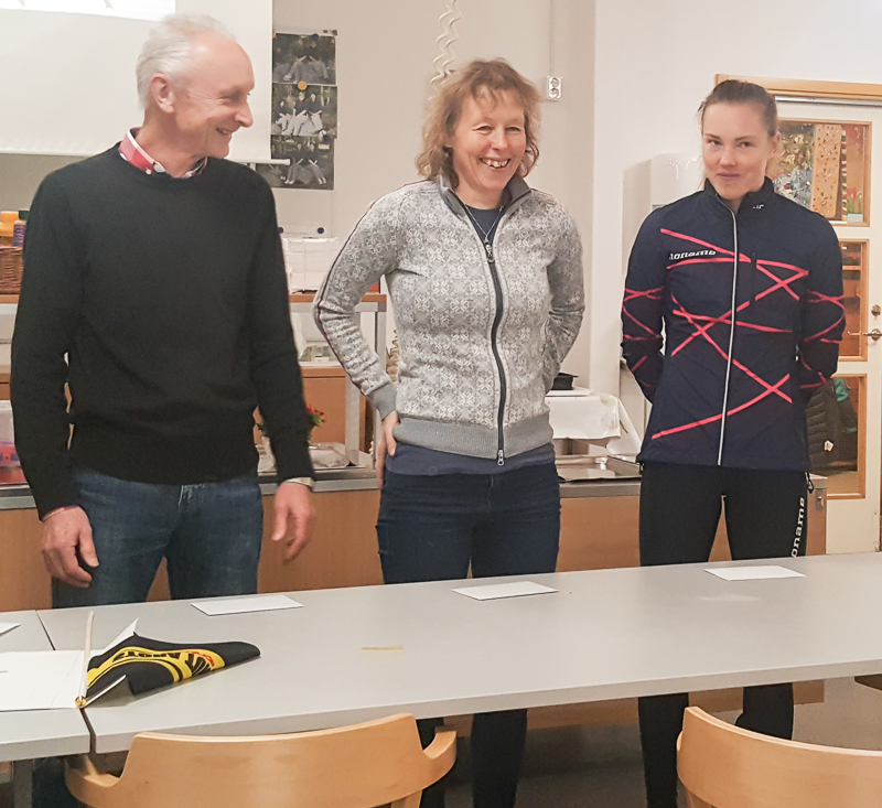 Mats, Ingrid & Tove tävlade i kartpussel. Ingrid vann tävlingen!
